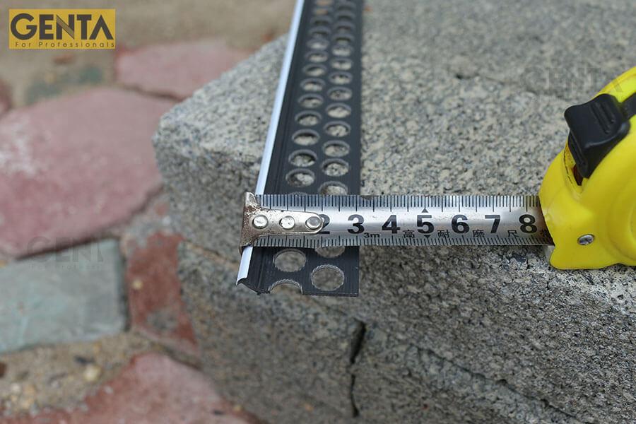 Đo kích thước nẹp nhựa trát góc LA3-7