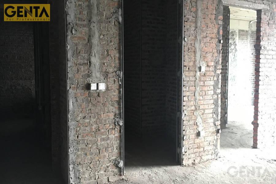 Góc cạnh tường được gắn nẹp A3-10 trước khi thi công tô trát