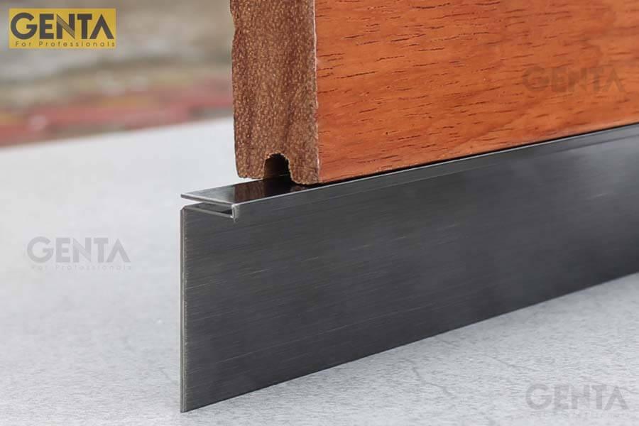 Len chân tường inox S-C320 được dùng để thi công tạo len chân tường âm