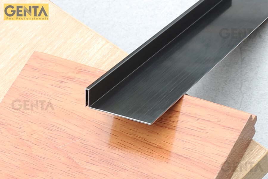 Len chân tường inox S-C320 thay thế các loại phào chỉ chân tường bằng gỗ, nhựa