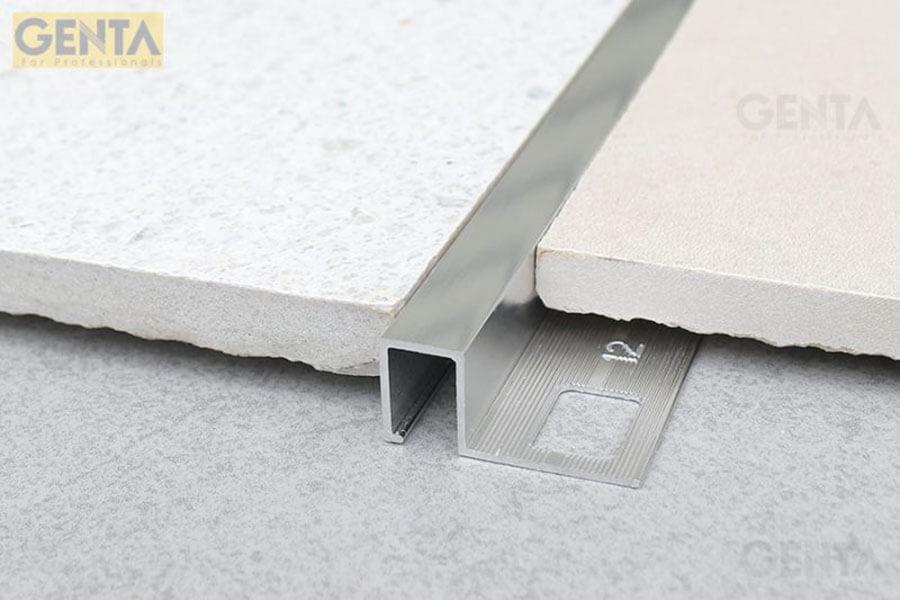 Hình ảnh thực tế nẹp góc nhôm TSAP120 áp dụng tại góc ốp lát