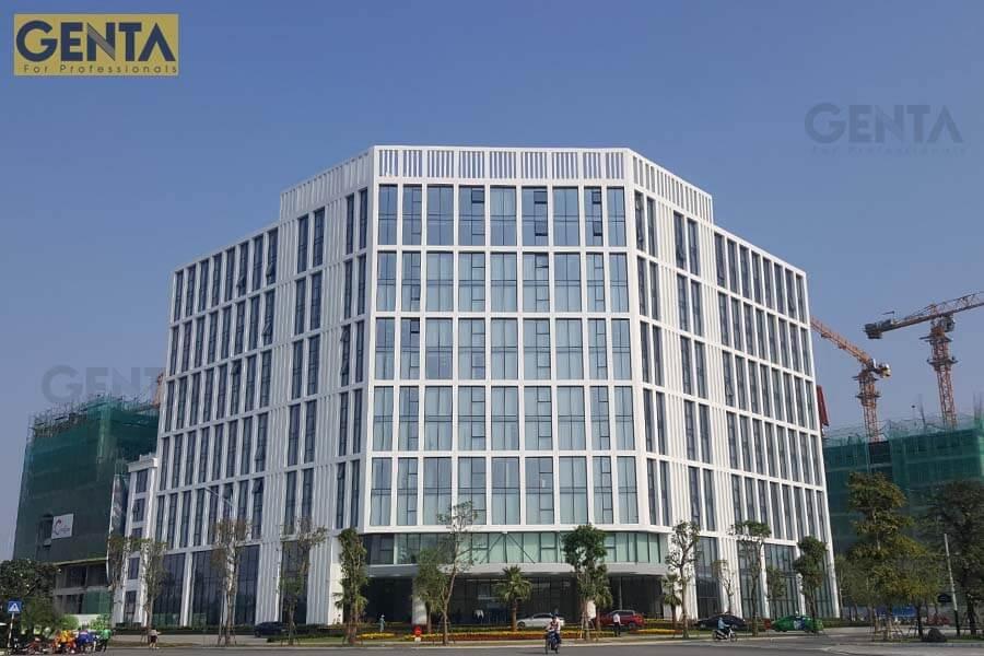 Tòa nhà Vinhomes Symphony dùng nẹp chỉ âm tường trang trí khu vực tường mặt trước