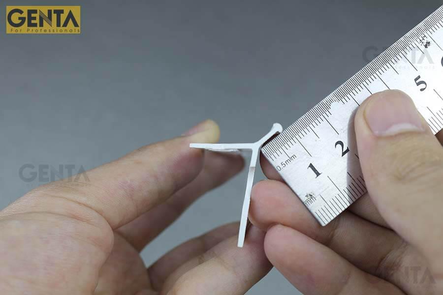 Dùng thước đo chiều dài mũi nẹp AW3-10S
