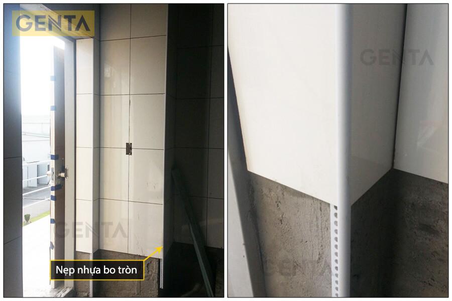 Sử dụng nẹp nhựa bo tròn tại vị trí ốp lát cạnh cửa ra vào