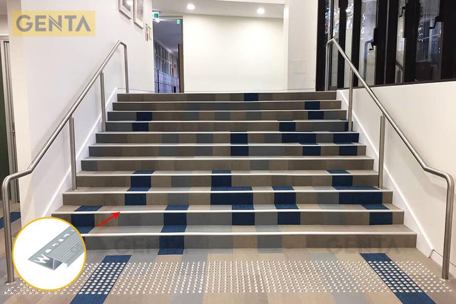 Ứng dụng nẹp chống trượt AL2100 tại vị trí cầu thang