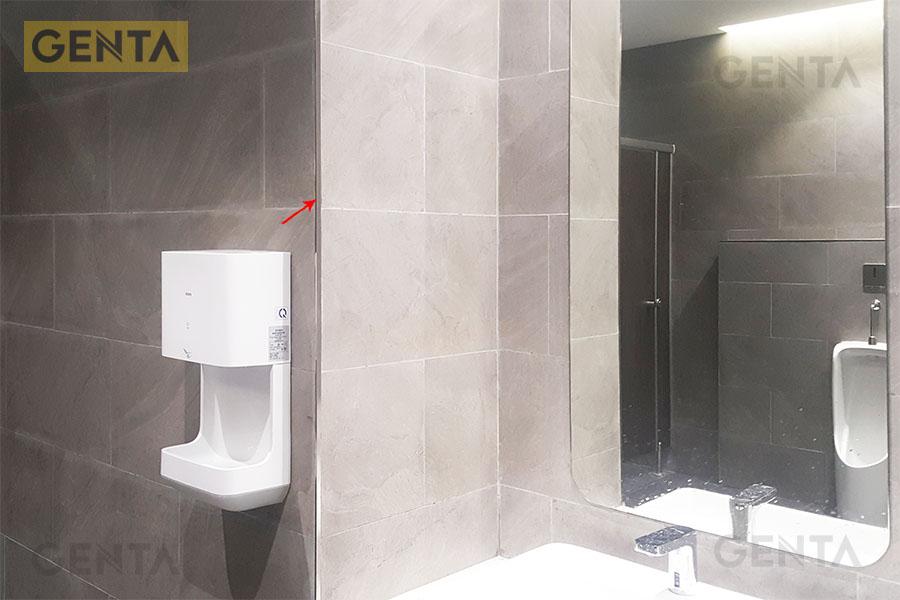 Nẹp S-G520 inox xước được ứng dụng trong phòng vệ sinh