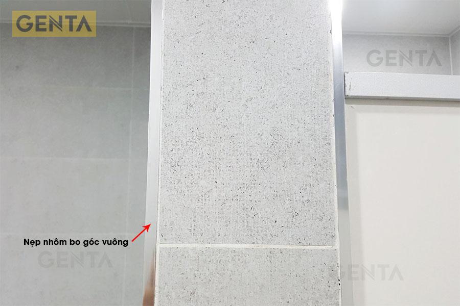 Ứng dụng nẹp góc nhôm TSAP120 màu inox tại cạnh tường