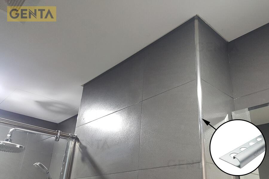 Khu vực vệ sinh của AEON Mall Hà Đông sử dụng nẹp inox bo tròn của Genta