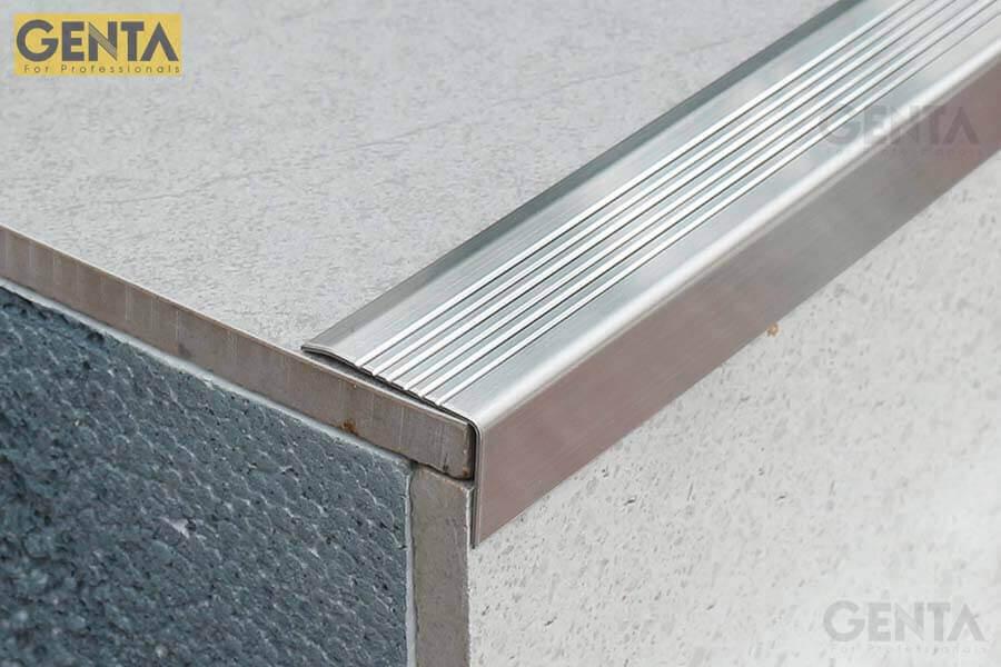 Nẹp cầu thang inox chống trơn và bảo vệ cầu thang