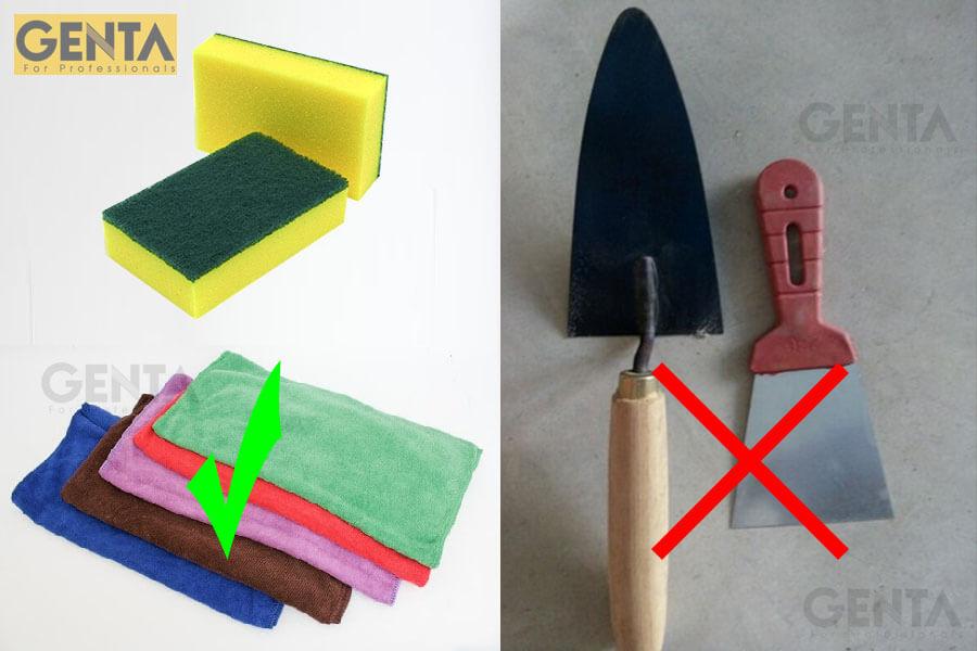 Không dùng các dụng cụ kim loại để vệ sinh nẹp nhôm góc vuông