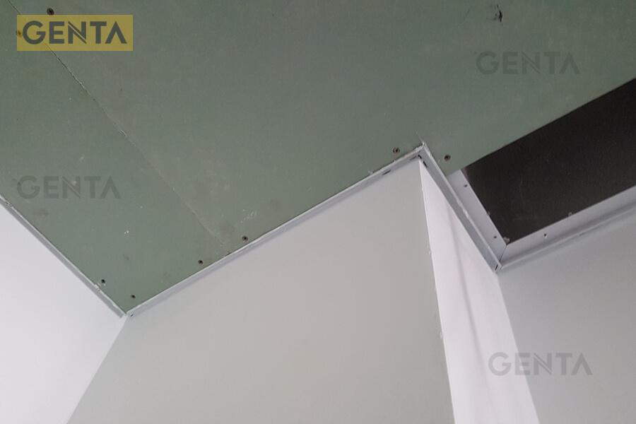 Tấm thạch cao được gắn trên khung nẹp đã tạo