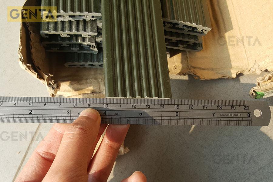 Đo kích thước nẹp nhựa bậc cầu thang chống trượt SN-DG