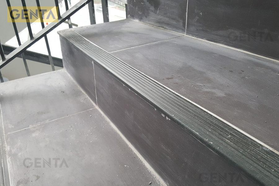 Hình ảnh thực tế nẹp nhựa chống trượt cầu thang SN-DG