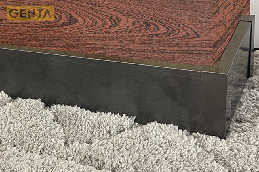 Nẹp chân tường sàn gỗ S-CV để che các khe hở khi thi công giữa sàn gỗ - tường