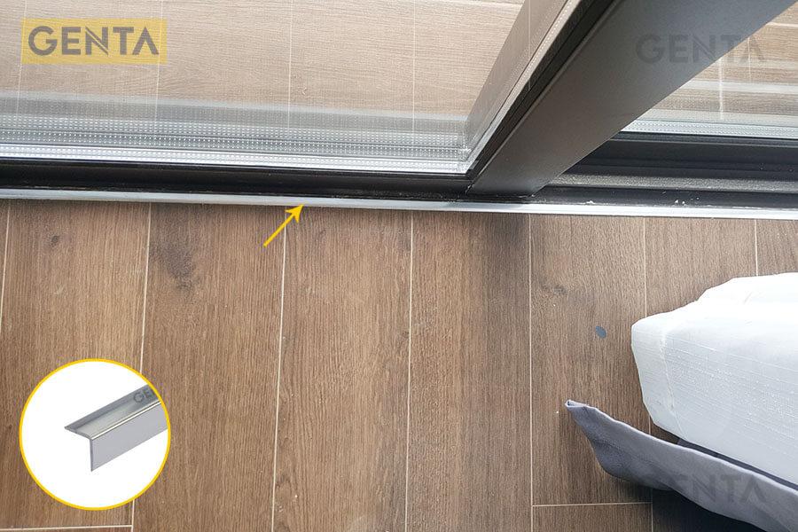 Nẹp kết thúc sàn gỗ CP15 tại vị trí sàn gỗ giao với cửa ra vào