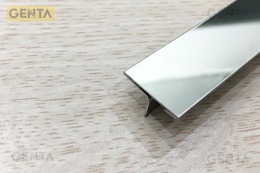 nẹp nối sàn gỗ inox T có màu sắc sáng bóng