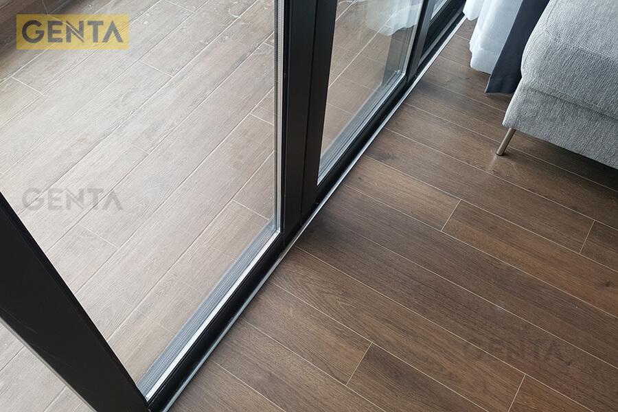 Nẹp nhôm chữ L MB30 gắn vào sàn gỗ bằng keo dán chuyên dụng