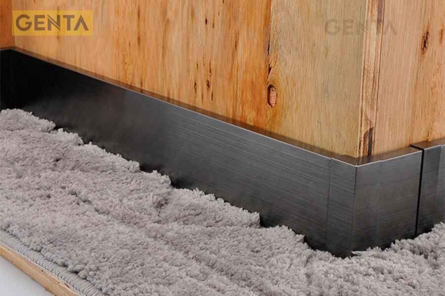 Ứng dụng của len chân tường inox 304 S-CV tạo điểm nhấn cho chân tường gỗ