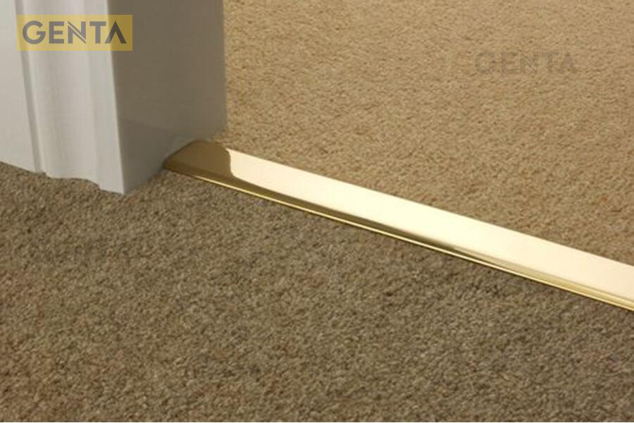 Nẹp thảm nhôm chữ H làm điểm nối giữa 2 khu vực dùng thảm khác nhau